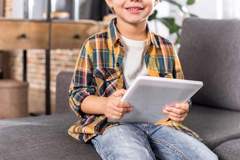 Quais cuidados devemos tomar com nossos filhos na internet? (Foto: Depositphotos_171110784_s-2019)